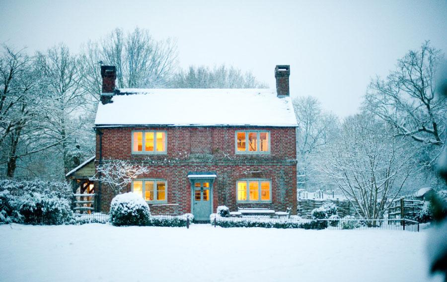 2076 05 walnuts farm film tv photographic shoot location house winter snow dusk 1